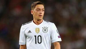 Almanya Milli Futbol Takımından Mesut Özil geçti