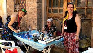 Antalyalı sanatçılar Basma Fistan Çalıştayında