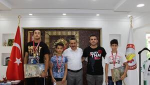 Başkan Tutal, madalya kazanan sporcuları makamında kabul etti