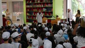 Yazar Coşar, çocuklarla bir araya geldi