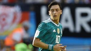 Alman taraftarlardan Mesut Özile destek