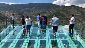 240 metredeki cam seyir terası korkutuyor