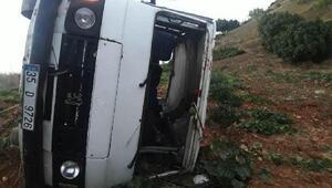 Minibüs şarampole uçtu:  16 yaşındaki sürücü öldü, 2 yaralı