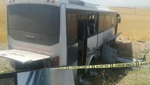 Ankarada yolcu midibüsü şarampole düştü: 1 ölü, 23 yaralı