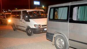 Adanada 3ü kadın 44 kaçak göçmen yakalandı