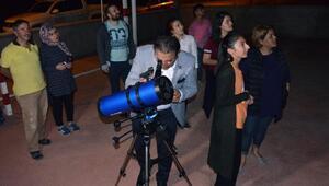 Kanlı Ay tutulmasını teleskopla izlediler