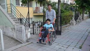 10 yıldır, ameliyat sonrası felç kalan oğlu için hukuk mücadelesi veriyor