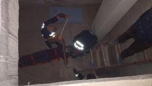 İnşaat bodrumuna düştü, itfaiye ekibi kurtardı