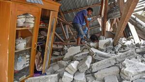 Endonezyada depremde 266 kişi mahsur kaldı