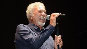 Tom Jones Regnumda konser verdi