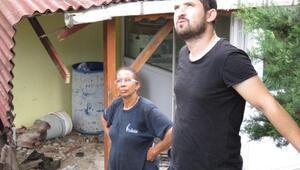 Lüks cip duvarı aşıp evin bahçesine uçtu; dede torun yaralandı