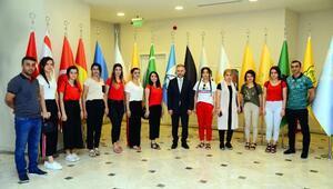 Beytüşşebaplı kız öğrencilerden Kahramankazan'a ziyaret