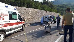 Hafif ticari araç duvar ile bariyerlere çarptı: 1 ölü, 1 yaralı