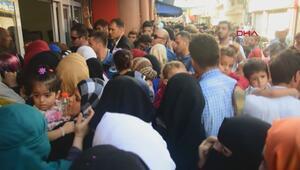 Geçici koruma kimlik belgesi almak isteyen Suriyeliler arbedeye neden oldu
