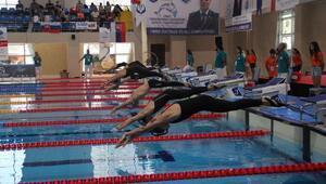 Paletli yüzmede 3 dünya rekoru kırıldı