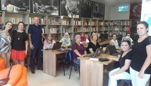 Kaynarcalı kadınlara kütüphanede teknoloji eğitimi