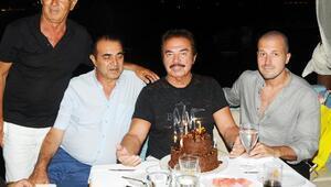 Orhan Gencebaya sürpriz doğum günü kutlaması