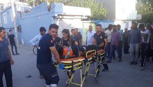 Traktörle çarpışan motosikletteki Suriyeliler yaralandı