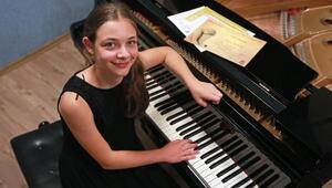 13 yaşındaki Ilgaz piyanoda dünya 2incisi oldu