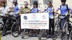 Kadın bisikletçiler Türk bayrağını Ankaraya götürüyor