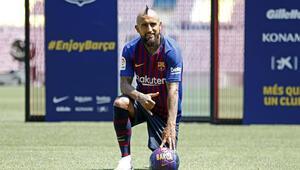 Barcelona, Arturo Vidal ile sözleşme imzaladı