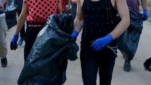 Aydilge, longoz ormanlarında çöp topladı