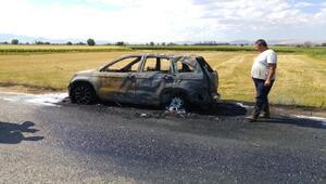 Gurbetçi ailenin otomobili, hareket halindeyken yandı
