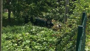 Otomobil evin bahçesine yuvarlandı: 5 yaralı