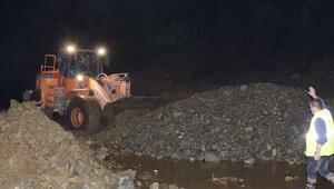 Rizede yağış etkili oldu, yollar kapandı, mahsur kalanlar kurtarıldı
