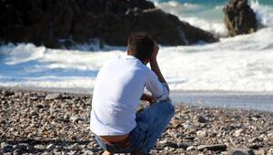 Denizde kaybolan kardeşi için gözyaşı döktü