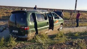 Suriyelileri taşıyan minibüs şarampole yuvarlandı: 12 yaralı
