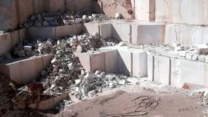 Mermer ocağında üzerine 2 tonluk kaya parçası düşen işçi öldü
