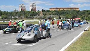 Üniversiteliler tasarladıkları elektrikli araçlarla yarıştı