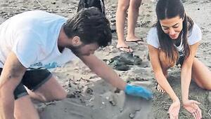 Kıvanç Tatlıtuğ ve eşi caretta carettaları denize ulaştırdı
