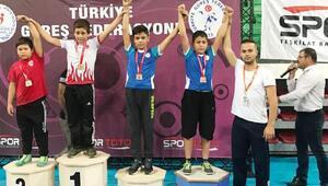 Selçuklu güreş takımından 3 bronz madalya