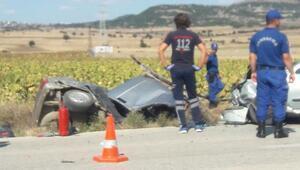 Otomobiller çarpıştı: 2 ölü, 2 yaralı