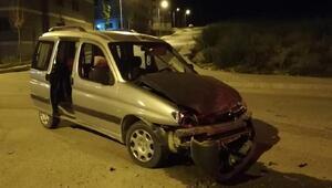 Afyonkarahisarda otomobiller çarpıştı: 2 yaralı