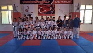 Trakya 3. etap karate müsabakalarında Şamiloğluspor kulübü 32 madalya kazanarak büyük başarı sağladı
