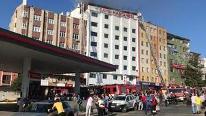 /ek bilgilerle / Sultanbeylide hastane çatısında yangın