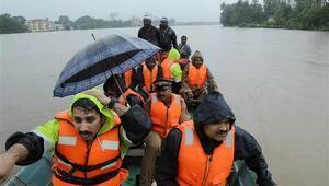 Hindistanda yağış 80den fazla can aldı