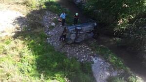Köprüden dereye uçan otomobilin sürücüsü yaralandı