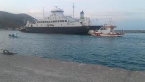 Gökçeadada feribot karaya oturdu (4)