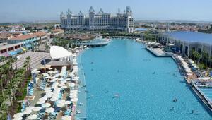 Granada Luxuryda aynı anda yüzme rekoru