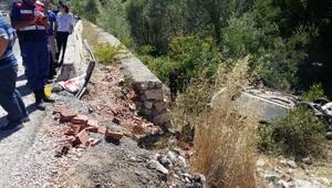 Amasyada kaza: Sürücü, eşi ve kızı öldü - Fotoğraf