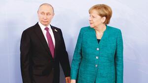 Putin önce düğüne sonra Merkel'e gidiyor