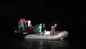Tekneleri arıza yapınca gölde mahsur kalanları AFAD kurtardı