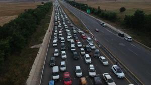 Anadolu Otoyolunda 30 kilometrelik araç kuyruğu