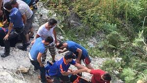 Midibüs uçuruma yuvarlandı: 2 ölü, 21 yaralı / Ek  Fotoğraf