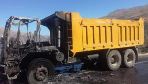 Hareket halindeki kamyon yandı