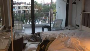 Otel odasına zarar veren turistler havalimanında yakalandı